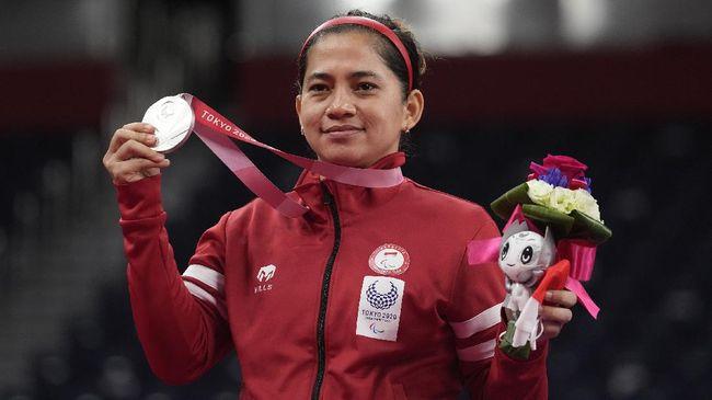 Leani Ratri Oktila yang mempersembahkan dua emas dan satu perunggu di Paralimpiade 2020 tak pernah membayangkan mendapat julukan ratu badminton.