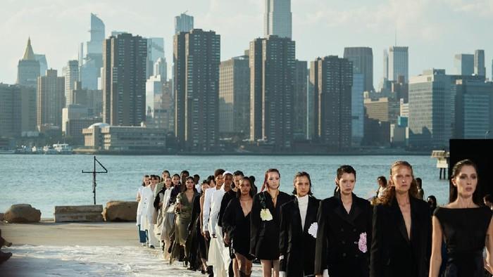 5 Fakta Tentang Peter Do, Bintang Baru New York Fashion Week yang Juga Desainer Favorit Beyonce dan Zendaya