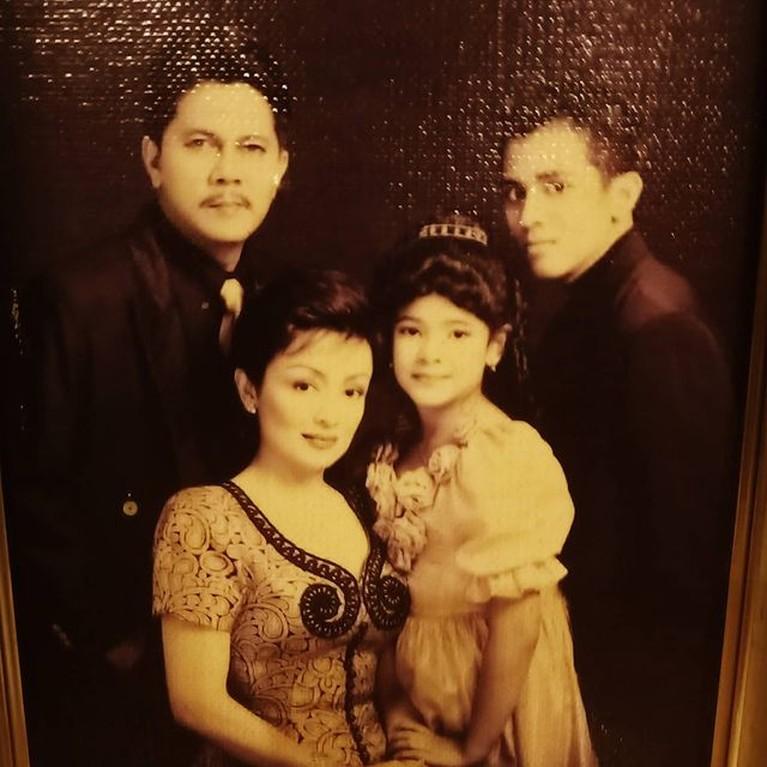Keharmonisan Keluarga Minati Atmanegara Meski Beda Keyakinan