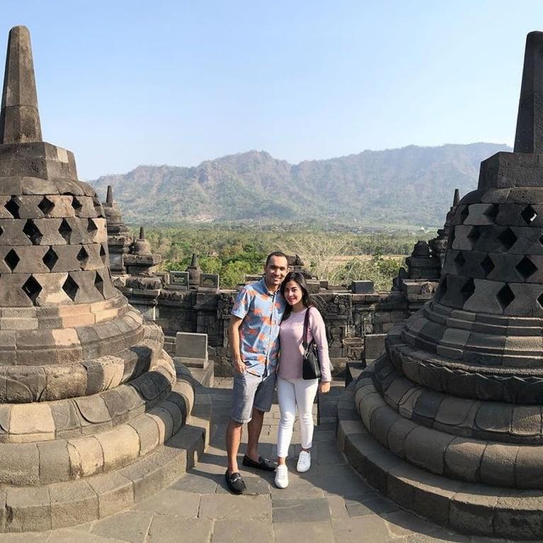 Potret Terbaru Enji Eks Ayu Ting Ting Hidup Bahagia Bersama Keluarga