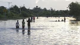 Bantu Korban Banjir, BPBD Mukomuko Terpaksa Utang Sembako