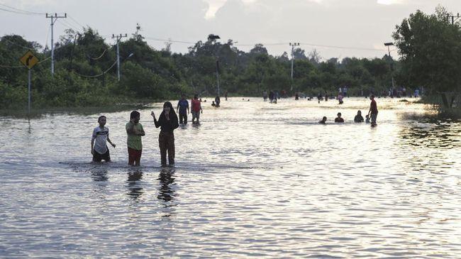 BPBD Mukomuko, Bengkulu, tak punya uang untuk membantu makan 428 jiwa warga Desa Rawa Mulya yang terdampak musibah banjir.