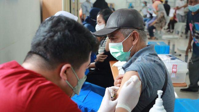 Menteri Komunikasi dan Informatika Johnny G Plate mengungkapkan, vaksinasi Covid-19 untuk dosis pertama telah tembus 100 juta orang.