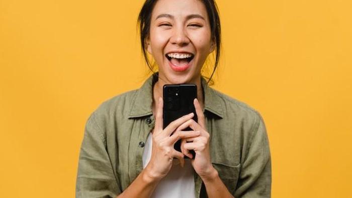 Zodiak Hari Ini: Si Paling Fast Response Balas Chat WhatsApp, Bikin Happy Deh!