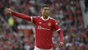 Momen Ronaldo Dapat Tepuk Tangan Suporter Liverpool