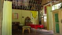 <p>Rumah ibunda Luna Maya ini dibagi menjadi beberapa ruangan yang dibuat sesuai dengan fungsinya masing-masing. Meski begitu, setiap ruangan tetap dihias dengan ornamen dan furnitur yang artsy, Bunda. (Foto: YouTube Luna Maya)</p>