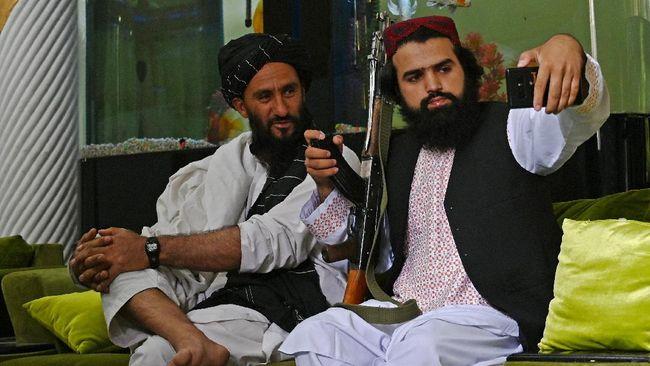 Taliban melarang para anggotanya untuk swafoto atau selfie, mengunggahnya di media sosial dan jalan-jalan di tempat wisata.