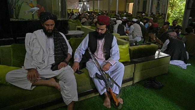 Taliban Sita Harta Mantan Pejabat Afghanistan Senilai Rp176 M