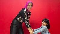 <p>Pada 2016 lalu, Venna Melinda mengangkat seorang bayi perempuan yang terlahir prematur dan ditemukan di toilet Masjid Fathullah Universitas Islam Negeri (UIN) Syarif Hidayatullah, Ciputat Timur, Tangerang Selatan. (Foto: Instagram @vaniaathabina24)</p>