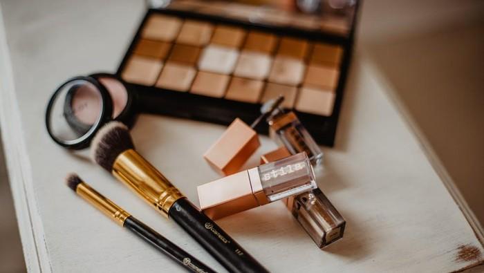 Bingung Mulai dari Mana? Begini Step by Step Daily Makeup Look, Penting untuk Pemula!
