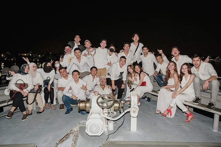 Verrel Bramasta merayakan hari ulang tahunnya yang ke 25, pesta ultahnya dihadiri oleh sang mantan, Natasha Wilona. Yuk intip!