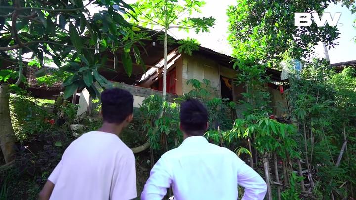 Rumah Tengah Hutan Frendi