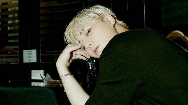 Young K DAY6 mengaku khawatir ketika orang-orang di sekitarnya tidak mengenali suaranya dalam mini album Eternal.