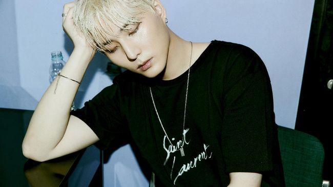 Young K DAY6 mengungkapkan mini album Eternal menjadi tantangan sebelum debut solo.