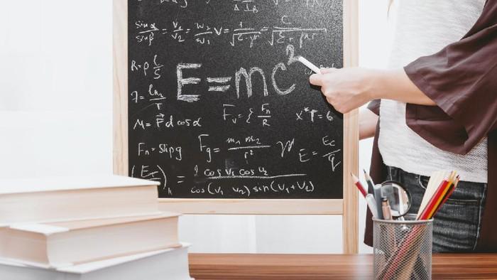 6 Ilmuwan Dunia Berotak Cerdas Berasal dari 3 Zodiak Ini Lho, Ada Habibie!