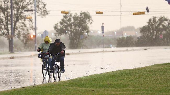 BRIN menyebut Depok menjadi pusat pembentukan badai imbas hujan angin yang kerap menerjang kawasan itu beberapa hari terakhir.