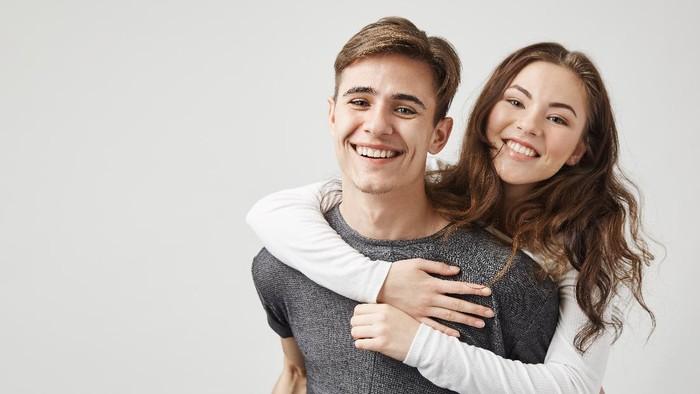 Sebelum 'Bosan' Dijadikan Alasan Klise untuk Putus, Ini Lho 5 Tips Menjaga Hubungan Tetap Romantis!