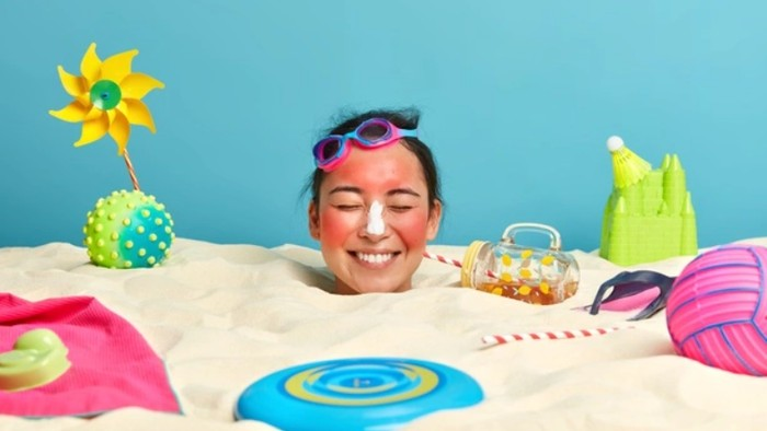 3 Sunscreen Stick Lokal dengan SPF 50, Praktis untuk Reapply dan Cocok untuk Segala Jenis Kulit Wajah!