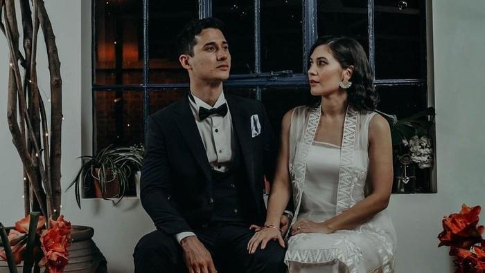Tak Banyak Umbar ke Publik, 6 Pasangan Selebritas Ini Justru Tiba-tiba Melangsungkan Pernikahan