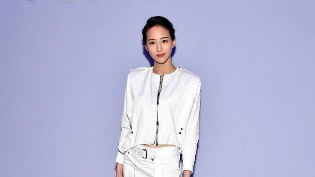Aktris Taiwan Janine Chang dikritik netizen karena menuliskan kata negara dalam tesis masternya di Universitas Pusat Nasional Taiwan pada 2010.