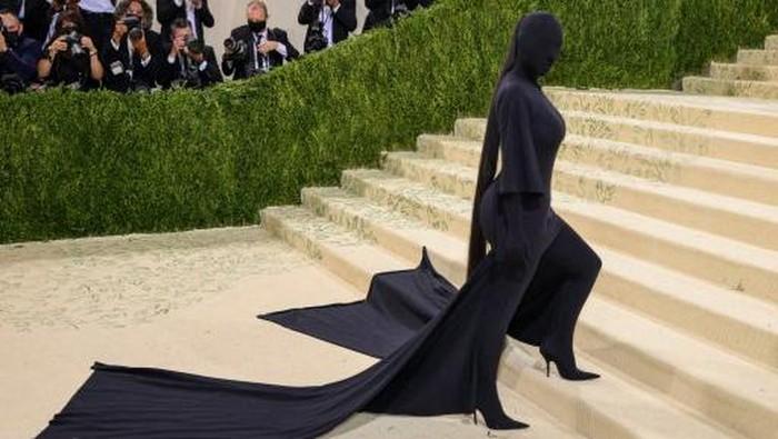 Dari A$AP Rocky yang Berselimutan Sampai Kim Kardashian Berbusana Gelap, Apa Sih Arti dari Tema Met Gala Tahun Ini?
