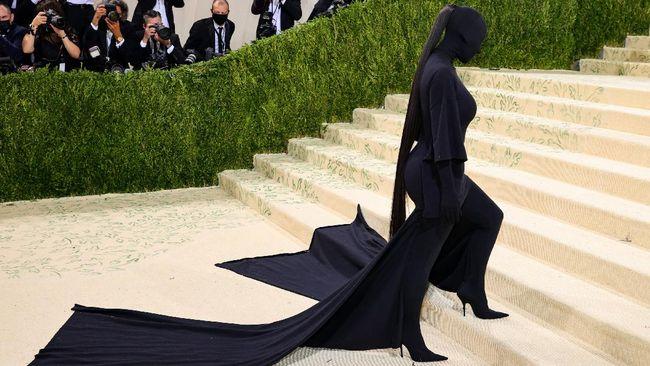Kim Kardashian Tampil 'Tanpa Wajah' di Met Gala 2021