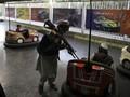 FOTO: Ceria Tentara Taliban Pelesiran di Taman Hiburan Kabul
