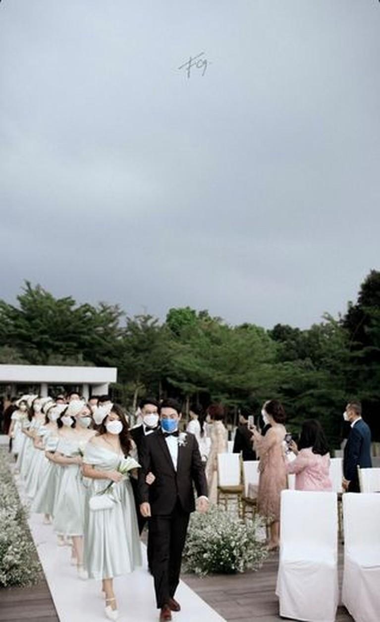 Theresa Wienathan asisten Nia Ramadhani menikah dengan sang kekasih, Calvin pada Minggu (19/9). Yuk intip pernikahan mewahnya!