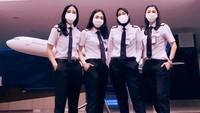 <p>Salah satu unggahan Tania Widjaya di akun Instagram-nya. Ia berfoto dengan rekan pilot wanita lain. Wah, keren banget ya? (Foto: Instagram @taniawidjaya)</p>