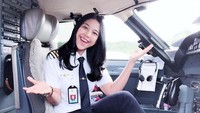 <p>Tak hanya itu, pilot cantik ini juga menjadi panutan anak muda. Di samping profesinya seorang pilot, ternyata Tania Widjaya juga seorang CEO sebuah perusahaan miliknya sendiri, lho.(Foto: Instagram @taniawidjaya)</p>
