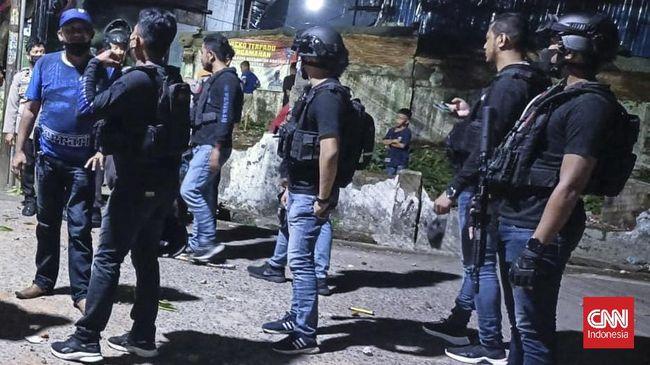 Polisi menangkap enam pelaku tawuran di perbatasan Kecamatan Panakukang dan Kecamatan Tallo, Kota Makassar, Sulawesi Selatan, Selasa (21/9) dini hari.