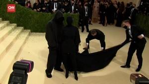 VIDEO: Penampilan Kim Kardashian Bikin Heboh Met Gala 2021