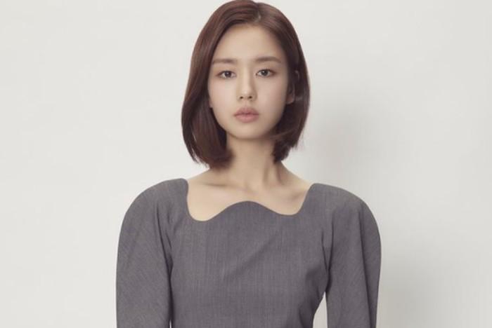 Ahn Eun Jin lahir pada tanggal 6 Mei 1991. Bisa dibilang, ia merupakan aktris pendatang baru yang namanya cukup bersinar saat ini, Beauties./Foto: instagram.com/eunjin___a