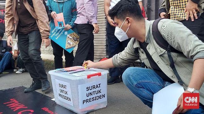 Saat tersisa tiga hari bagi puluhan pegawai KPK tak lolos TWK sebelum dipecat, Presiden Jokowi dinilai belum mengeluarkan kebijakan yang antikorupsi.