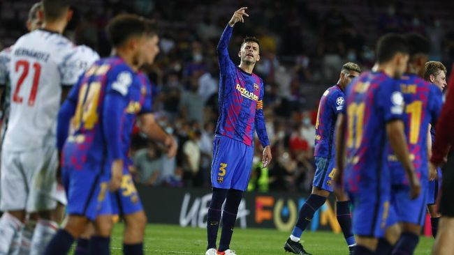 Bek senior Gerard Pique menganggap Barcelona saat ini sebagai tim medioker usai dihajar Bayern Munchen 0-3 di Liga Champions.