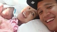 <p>Cantika Felder resmi menjadi Bunda pada 6 Agustus 2020 lalu. Ia melahirkan putra pertama bernama Arjanta Nawasena Ramadhana. (Foto: Instagram @cantikafelder)</p>