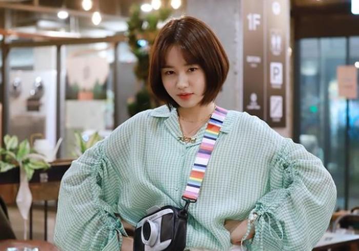 Chu Mi Na merupakan asisten Yang Seok Hyung di Yulje. Banyak penonton menyukai karakter Chu Mi Na yang gigih, apalagi ketika ia berusaha mengambil hati Seok Hyung./Foto: instagram.com/eunjin___a