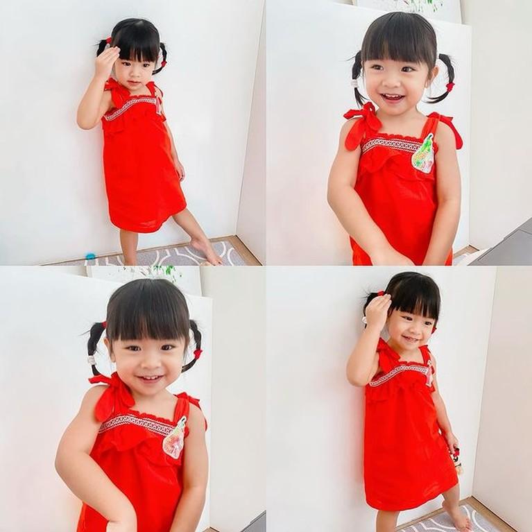 Alea putri sulung Raditya Dika kini berusia 2 tahun memiliki penampilan modis dan feminim. Yuk intip potretnya!
