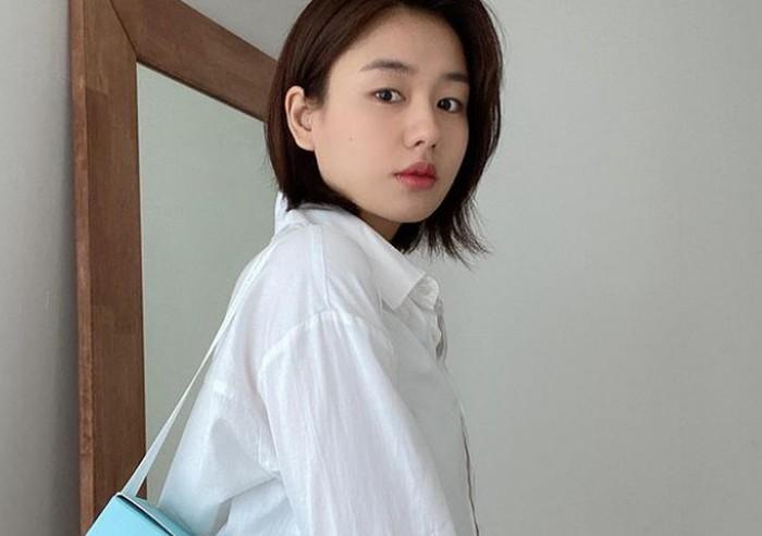 Jauh sebelum main drama, Ahn Eun Jin sudah menekuni dunia teater, lho. Ia menjadi aktris musikal sejak tahun 2011, dan telah berperan dalam berbagai judul musikal populer di Korea./Foto: instagram.com/eunjin___a