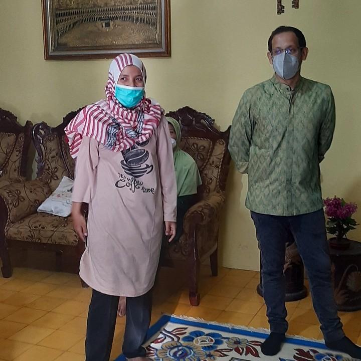 Nadiem Makarim Menginap di Rumah Guru