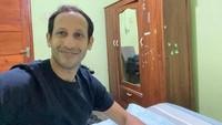 <p>Eks bos Gojek itu pun meminta izin untuk menginap di kediaman keluarga Ibu Nuri sekaligus ingin tahu suka dan duka sebagai seorang guru. Kesempatan tersebut juga dimanfaatkan untuk bertukar pikiran tentang Guru Penggerak. (Foto: Instagram @nadiemmakarim)</p>