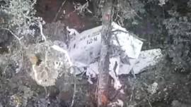 Petugas Evakuasi Sejumlah Komponen Pesawat Rimbun Air