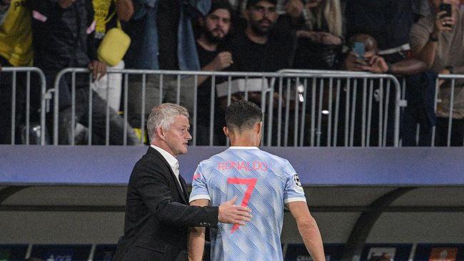 Ole Gunnar Solskjaer merespons kritikan Rio Ferdinand yang menyebut Ronaldo ikut memberikan instruksi kepada pemain Manchester United saat lawan Young Boys.
