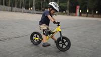 <p>Dalam <em>postingan</em> tersebut, Andien sebut bahwa ada banyak manfaat yang diperoleh Kawa sejak anak aktif bermain <em>balance bike</em>. (Foto: Instagram @andienaisyah)</p>