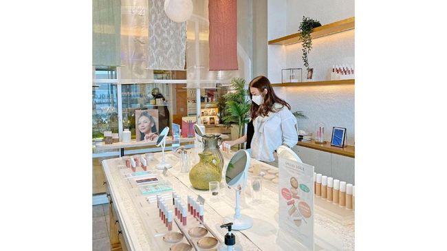 Selain inovasi produk, BLP Beauty mengandalkan GoTo Financial untuk membantu dalam mengelola administrasi, pembayaran, dan pemasaran bisnisnya.