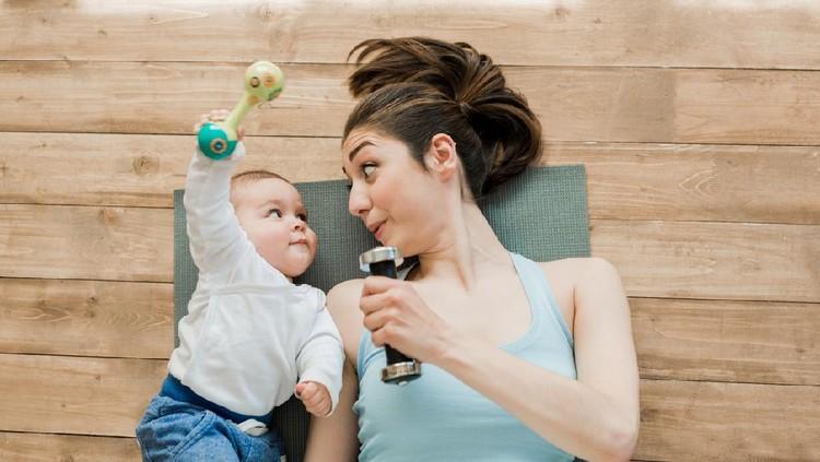 Ilustrasi ibu menyusui olahraga bersama bayi