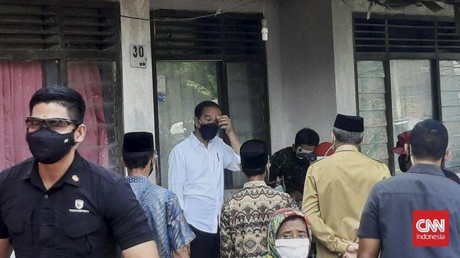 Presiden Jokowi mengajak warga hidup berdampingan dengan Covid-19 dengan dalih penyakit tersebut mustahil hilang sepenuhnya.