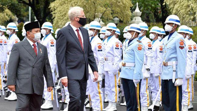 Untuk pertama kalinya, Indonesia berkesempatan mengirimkan 3 taruna akademi militer ke akademi militer Amerika Serikat dengan beasiswa penuh dari pemerintah AS.