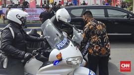 Cara Mendirikan Moge yang Jatuh Seperti Motor Pengawal Jokowi