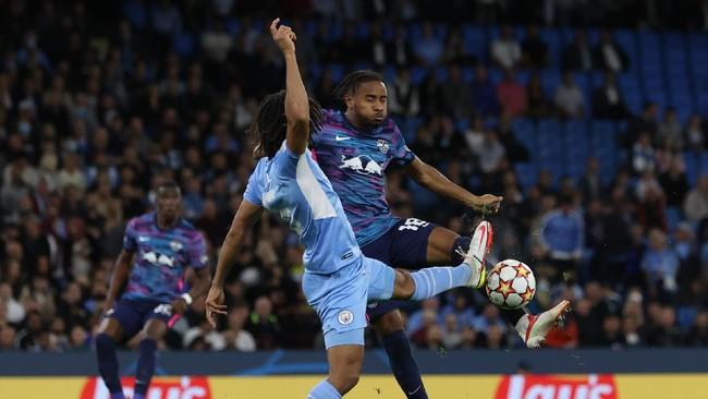 Ajak Suporter Man City ke Stadion, Guardiola Diejek Fan Rival